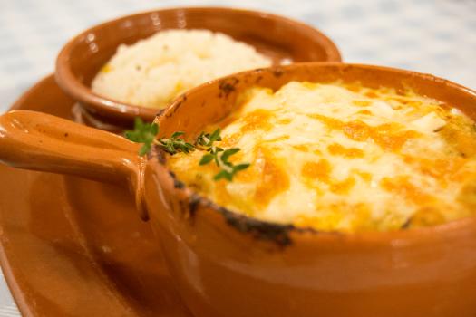 prato-de-comida-frango-com-queijo_-min.png